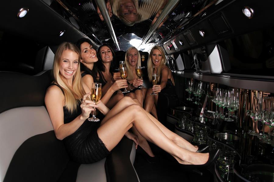 Девушки в лимузине — 1